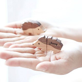 CUSTOMIZABLE Wooden Animal USB Flash drive - Hedgehog