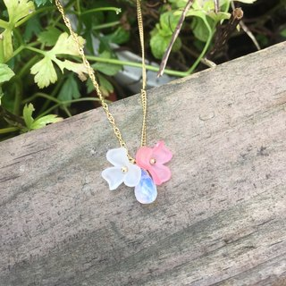 Light color flower natural stone necklace