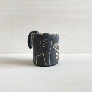 Small pottery cup - feel illustration