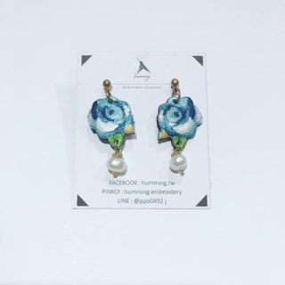 humming earrings - camellia