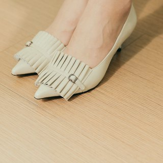 Pleated fine belt low heel shoes gray