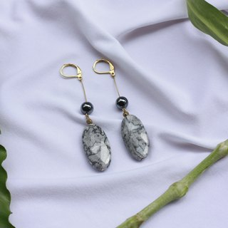 Elliptical map stone fine needle earrings