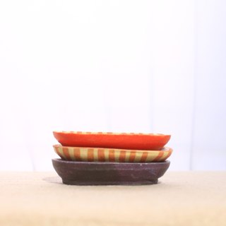 Painted small bean dish