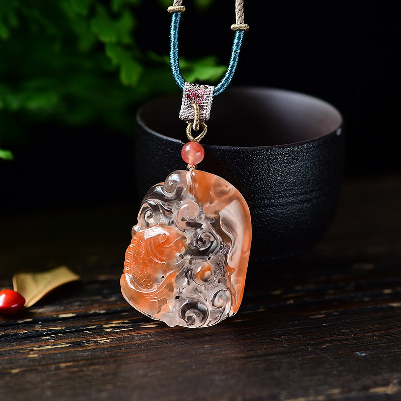 The best natural red rabbit fur red crystal fish pendant is beautifully carved with hand-woven sling