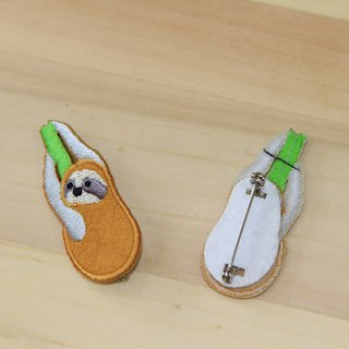 Cloth Embroidery Pin - Small Sloth Series Grasping the sloth (single)