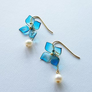 hydrangea & frreshwater pearl hook-type pierced earrings or clip-on earrings
