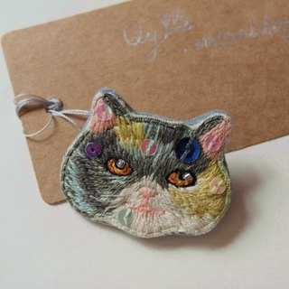 Qy's cats blue milk yellow white cat hand embroidery brooch pin gift
