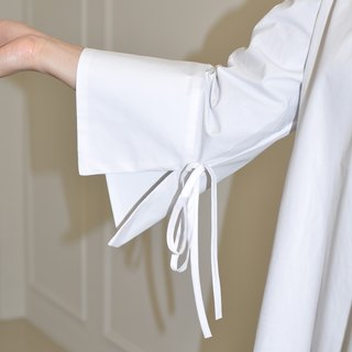 Flat 135 X Taiwan Designer Series Nine Sleeve White Shirt V-Neck Loose Banded Cuff Design Everyone needs a white shirt will not penetrate the thickness of the spring section of the gas section