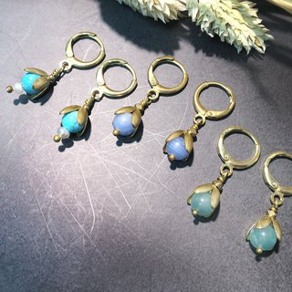 VIIART. Small flowers. Natural stone vintage brass earrings - can be clipped