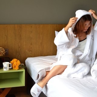 Home Hotel Super soft coral hooded bathrobe