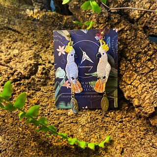 humming-Embroidery earrings / Sulphur crested Cockatoo