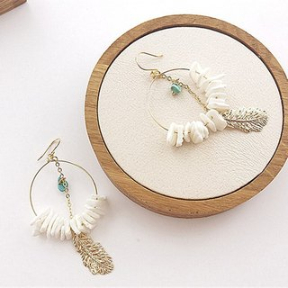 Handmade shell gold-plated feathers folk wind earrings