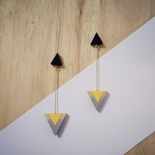 Wooden triangular earrings No.18