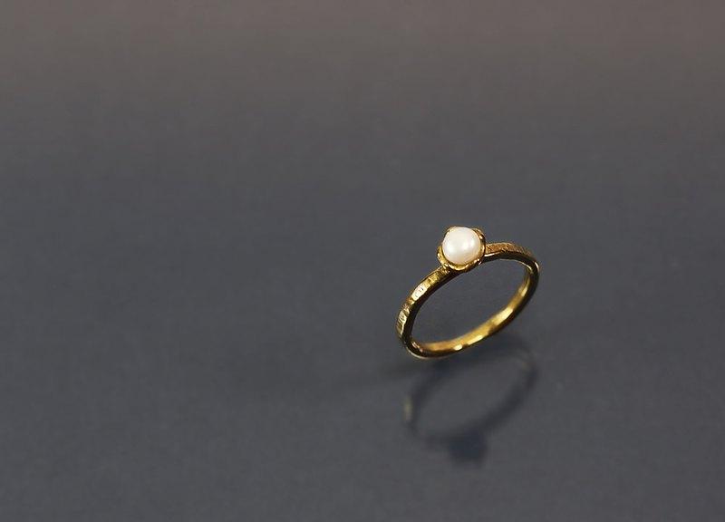圖像系列-花座珍珠黃銅戒