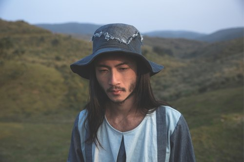 ANYGUY / Alan Hu 2017 S / S irregular wide brimmed hat cloth bonding