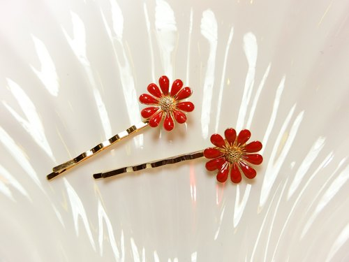 Great lips - daisy flower hairpin -Cash.b