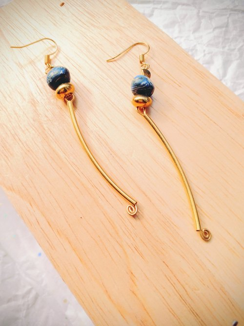 ▼ Fallin Love ▲ crush glass earrings