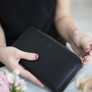 Classic wallet (Black) : Long zip wallet, cow leather