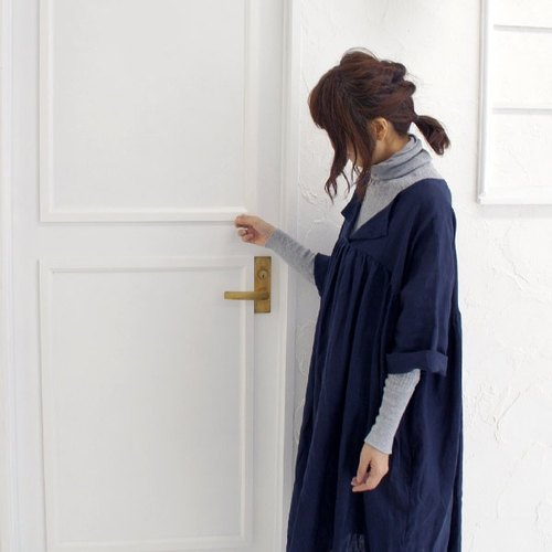 【Armoire *】 thin linen 100% open color T line one piece * navy