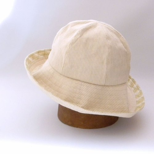 Attributed to a brim wide-hat with a casual changeover to the edge of a brim (spit or hiss). Stitch capeperine easy to use brim is not too wide 【PS 0644-Beige】