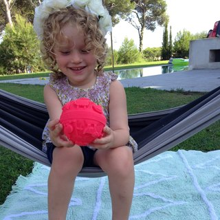 Spain Oli & Carol | Colorful Tactile Ball - Pink | Natural Non-toxic Rubber Gear / Bath Toys / Green Toys