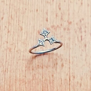 Holly leaf ring