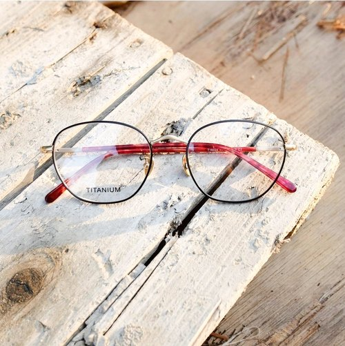 [Target line] limited titanium thin frame titanium nose pad black frame powder glass mirror feet