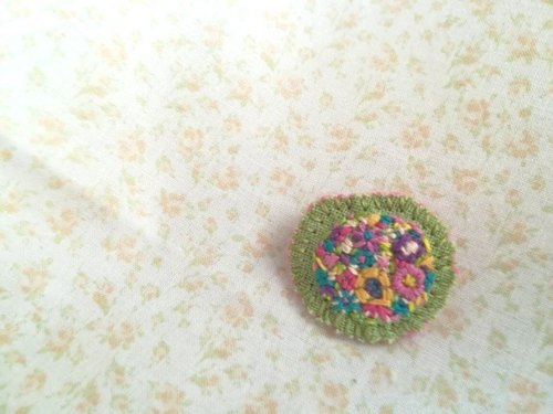 花刺繍のブローチ flower embroidery brooch*green