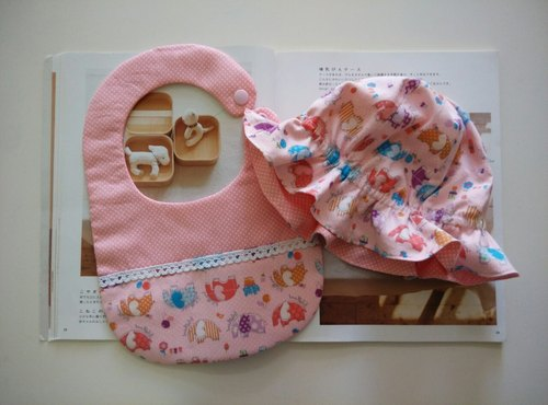 Pink elephant births presents two infants hat + Bibs