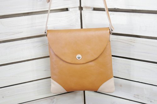 Flap shoulder Nume shrink leather camel