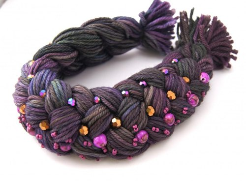 Hand-dyed merino wool necklace lilac