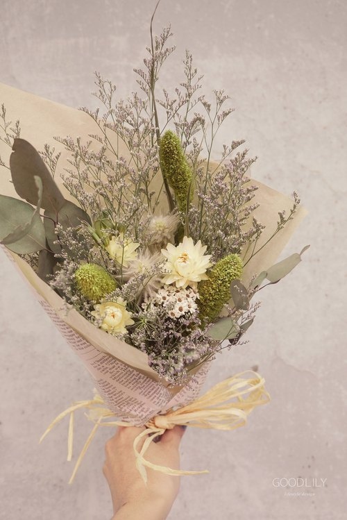 Fresh. Natural green line dried bouquet