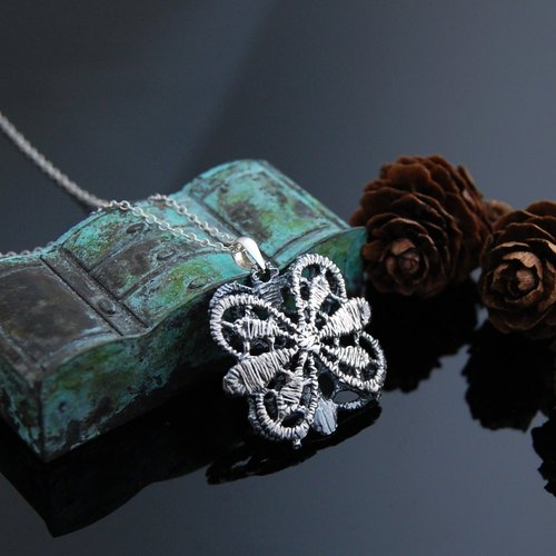 Lace walking necklace - numbered 1 - retro version