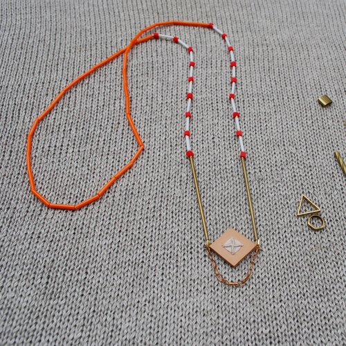 Fig07 leather necklace natural stone embroidery