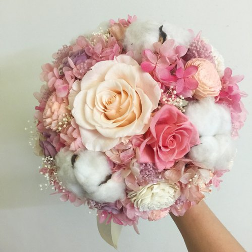Happy wedding do not withered blossom blossoming bride bouquet