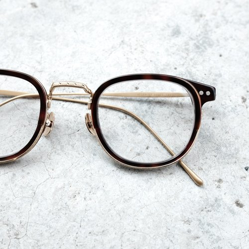 New Objective Programs] Korean firm hand fine titanium sheet metal design + black spectacle frame