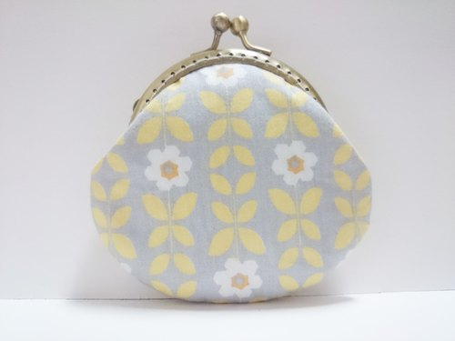 Hee hee ✿ Nordic shell mouth gold package / purse - small white flowers