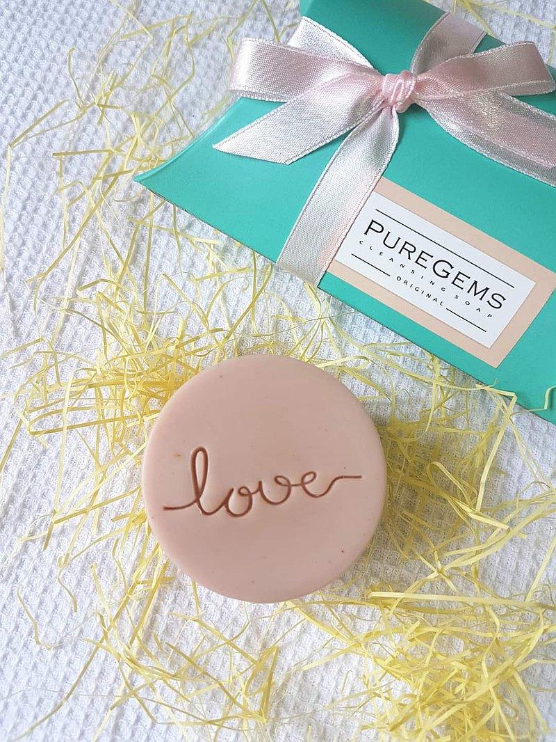 不只。像極了愛情。有愛。無距。  手工皂 禮盒