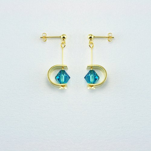 Swarovski Crystal 925 Silver Stud Earrings (Capri Blue )---Modern. Elegant. Romantic