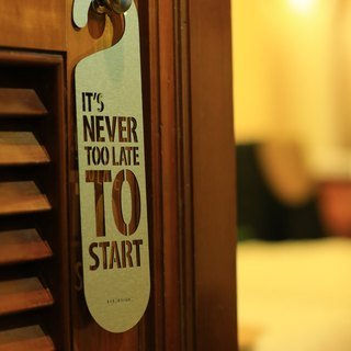 "【EyeDesign see design】 one sentence hanging ""IT'S NEVER TOO LATE TO START"" D13"