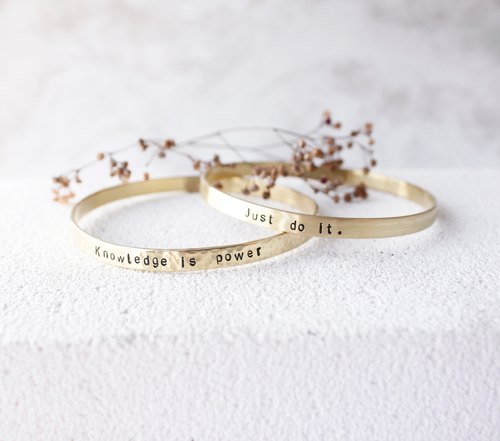 ◈ minimalist. Detailed brass bracelet ◈ {single} ♦ customized hand knock = letter / anniversary / birthday / friend / sister / exchange gifts