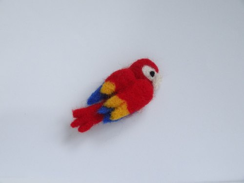 Macaw(Ara ararauna)-Wool felt  (Safety pin)