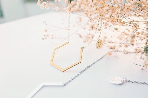 Imperfect hexagon - necklace 不完美六角形-金色