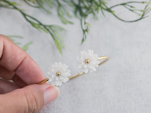Mum ~ white porcelain flower bracelet ~ size Mini.
