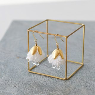 イヤリング/Lace fabric tassel earrings/ white