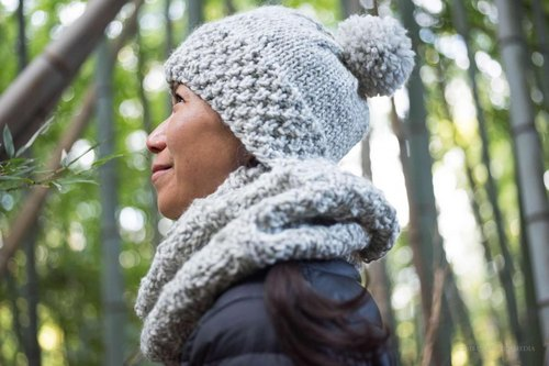Double moss stitch pom-pom hat and chevron pattern cowl