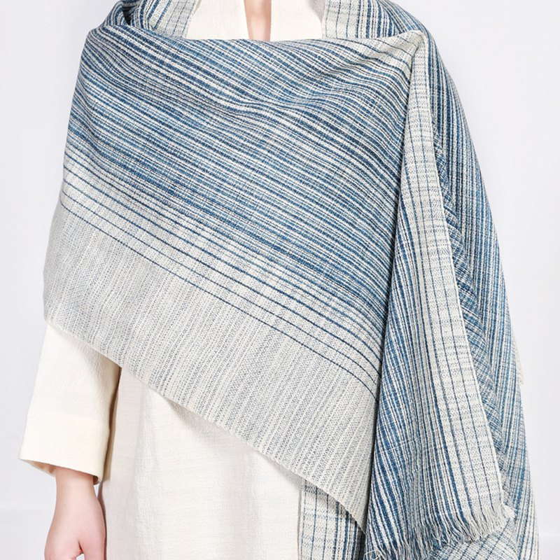 Natural environmentally friendly hand-woven fabric blue dyed scarf - diamond gradient