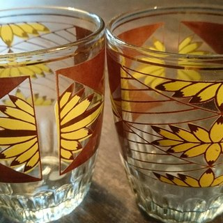 2 Vintage 10 cm glasses with yellow / brown pattern 2 early banana pattern glass