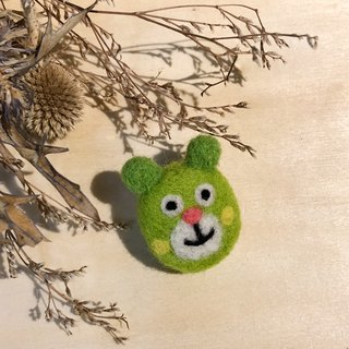 Wool felt pin - green bear