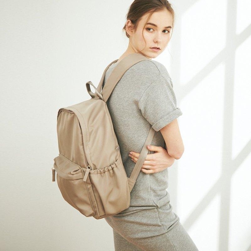 Amina 防潑水尼龍 後背包 +3號內袋【淺褐灰】